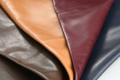 ART. PIUMA : nappa semilucida con trasparenze determinate da tamponatura con anilina